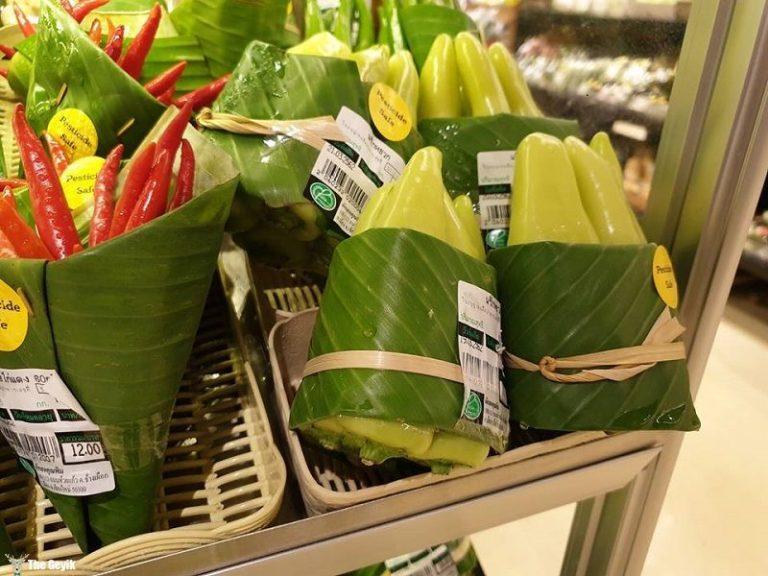 Bu Marketlerde Plastik Poşet Yerine Muz Yaprakları Kullanıyor