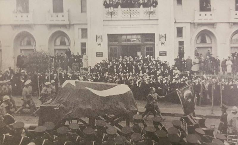 10 Kasım Saat Dokuz'u Beş Geçiyor... Atatürk'ün cenaze töreninde daha önce görmediğiniz fotoğraf albümü...