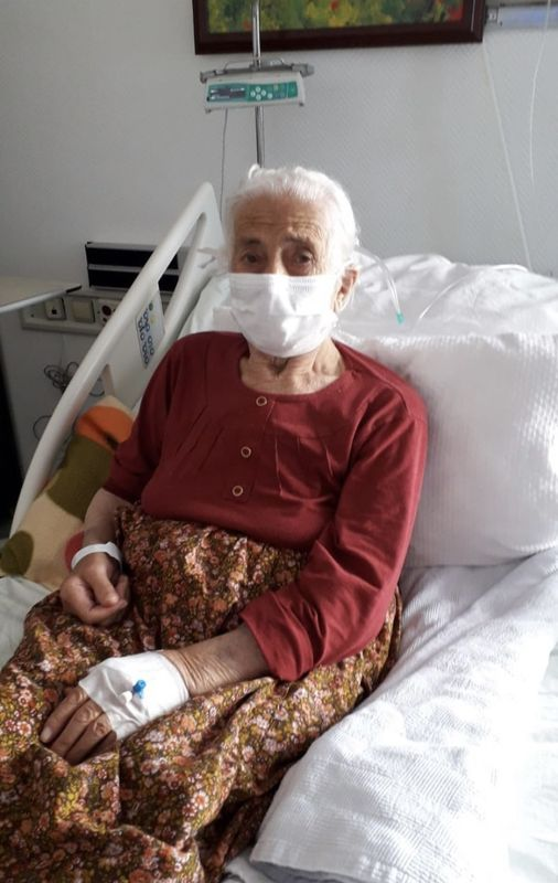 96 Yaşında , 3 haftada koronavirüsü yendi: Yaşım 96 ama ben böyle bir hastalık görmedim dedi ve uyardı
