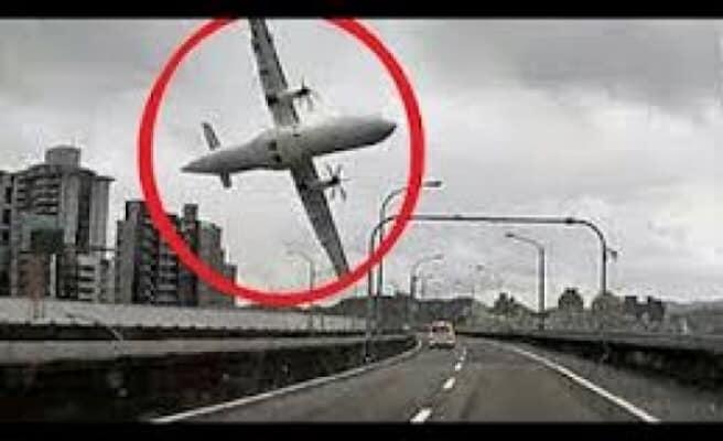 Delileri uçağa bindirip, bir şehirden ötekine naklediliyorlardı