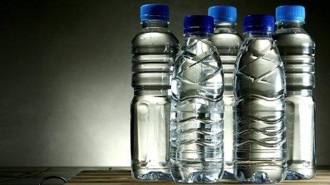 Plastik Şişeden Su İçenler Dikkat!