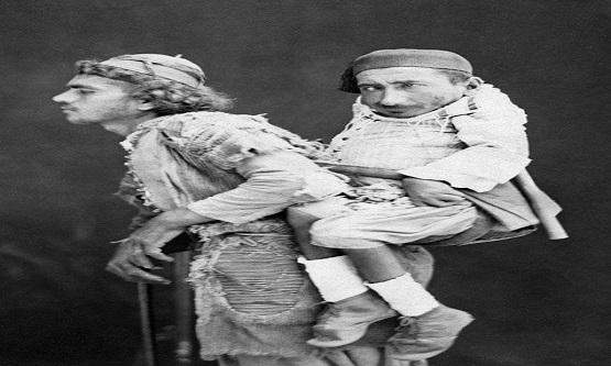 1889 yılında, Suriye'de (daha zayıf bir kaynağa göre ise Filistin'de) Fransız fotoğrafçı Tancrède Dumas'ın çektiği fotoğraf…
