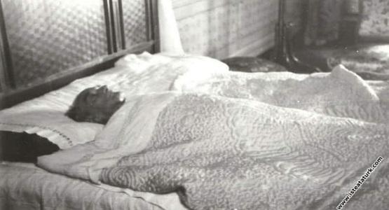 8 Kasım 1938... Mustafa Kemal Atatürk, uyanır... Saate bakar, göremez... Hasan Rıza Soyak'a sorar: