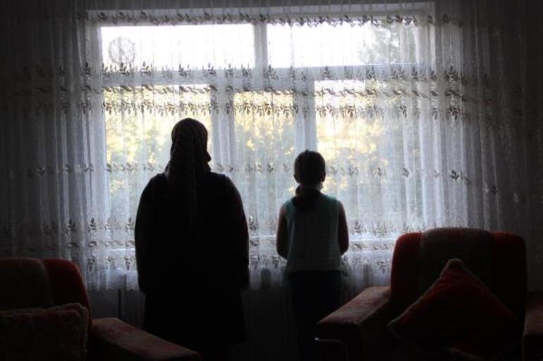 Akılalmaz olay! Koronavirüslü komşusu küçük kızın yüzüne tükürdü