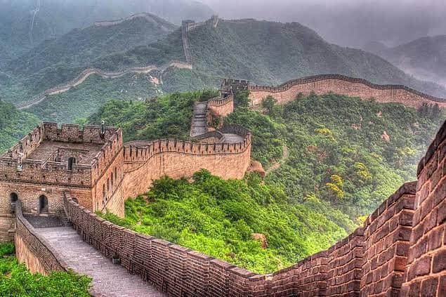 Çin Seddi, Çin'in kuzeybatısı boyunca uzanan, Dünyanın en uzun savunma duvarıdır.