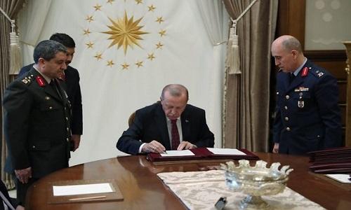 Cumhurbaşkanı Erdoğan, Yüksek Askeri Şura (YAŞ) kararlarını onayladı: 14 general ve amiral bir üst rütbeye yükseltildi