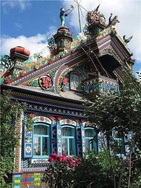 Demirci Kirilov'un Zencefilli Kurabiye Evi