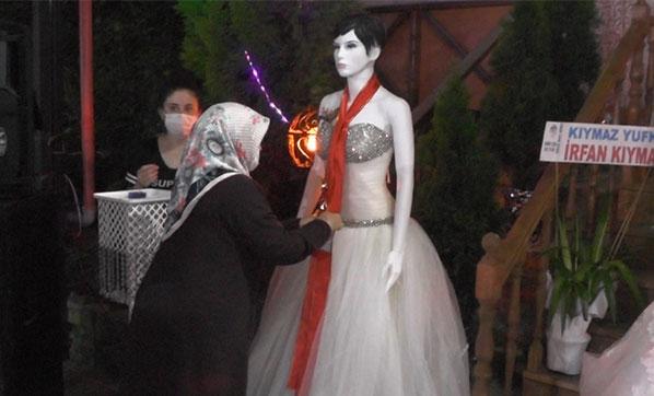 Düğüne Gelen Davetliler Takı Zamanı Gelini Görünce Şoke Oldular