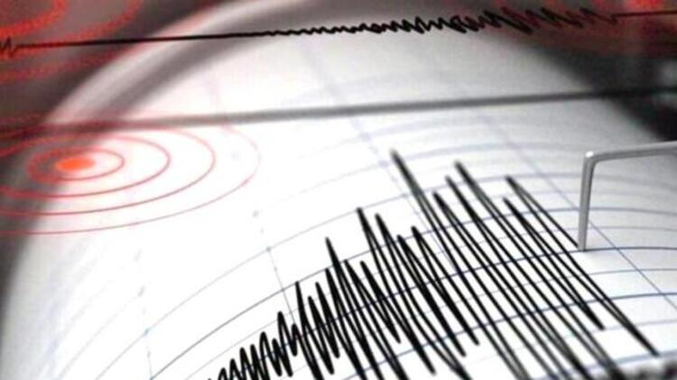 İzmir'de peş peşe çevre illerden hissedilen korkutan depremler!