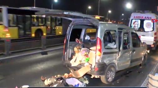 Korkunç Kaza: Araç İçerisindeki Çocuk Bariyerlere Çarparak Öldü. Oğlunun Öldüğü Gören Anne ise
