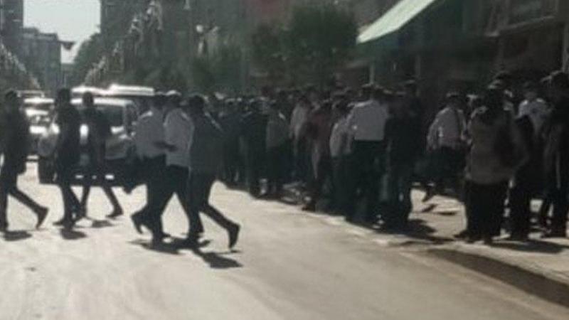 Maskeni Tak Uyarısı Yapan Polislere Sandalye Ve Sopalarla Saldırdılar. 2 Polis Memuru Yaralandı