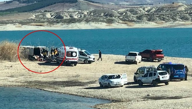 Minibüsün İçinde Biri Çocuk 3 Kişinin Cesedi Bulundu