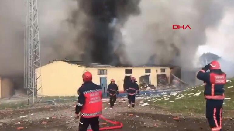 Sakarya'da 150 Çalışanı Olan Havai Fişek Fabrikasında Patlama:  Korkunç Görüntüler