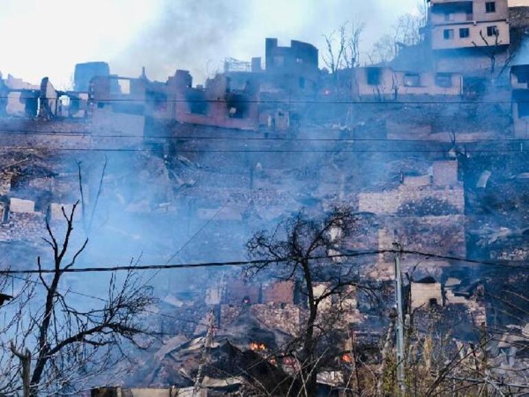 Son Dakika: Yusufeli ilçesinde yangın dehşeti! 50'den fazla ev yanıyor
