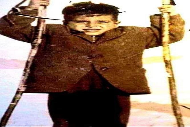 Tahsin'in babası askerdi. Tayinci çocuğu derlerdi. Erzurum'a gittiler okul yıllarında...