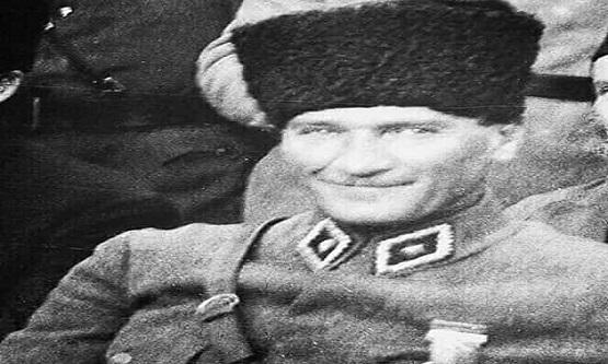 Gazi Mustafa Kemal ATATÜRK'ün ilk defa gülümseyerek çekildiği fotoğrafının hikayesi