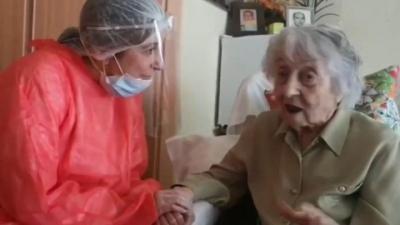 100 Yıl Önceki Salgından Kurtulan 113 Yaşındaki Kadın, Coronayıda Yenerek Tarihe Geçti
