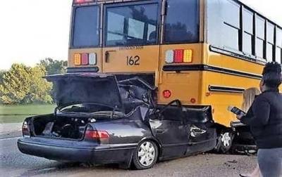 17 Yaşındaki Genç Trafik Kazasında Hayatını Kaybetti: Olay Yerine Gelen Polisler Sürücüyü Görünce Şok Oldu