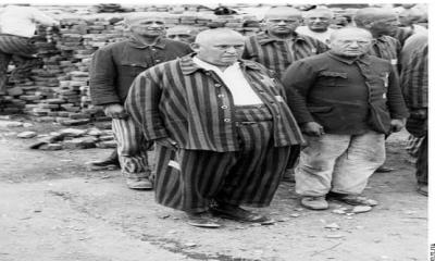 1945 yılının şubat ayında; Nazi toplama kampındaki esirler'den birisi bir rüya görür.