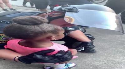 5 Yaşındaki Küçük Kızın Ağlayarak Polise Sorduğu Soru Gündeme Bomba Gibi Düştü
