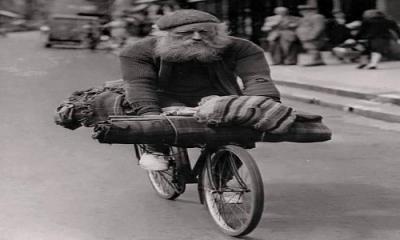 Adamın biri, bisikletle Türkiye'den İran'a geçiyormuş, selesinde kocaman bir torba..