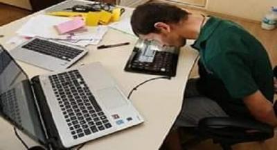 Adı Ahmet Ortaarmutçu. 28 yaşında. İki günlük bebekken havale geçirmesi sonuç spastik engelli olarak yaşama başladı.