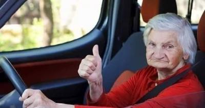 Aşırı  hızdan yakalanan yaşlı kadından  polise şaşırtan cevap