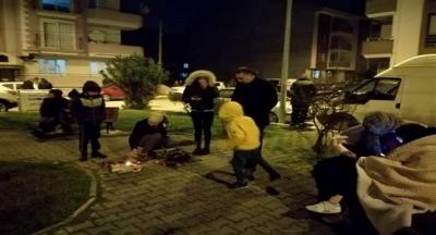 Balıkesir'de Peş Peşe Korkutan Depremler: Halk Geceyi Sokakta Geçirdi