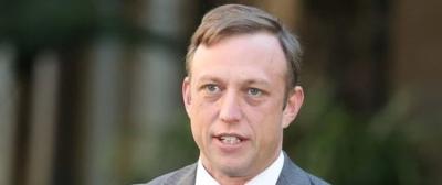 Başbakan Yardımcısı Canlı Yayında Dudağına Konan Sineği Yuttu
