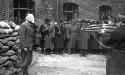 Bir idam mangasında ölüm mahkumuna ateş etmeleri için 7 asker seçilir.