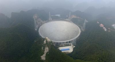 Çin'in devasa teleskobu, 3 milyar ışık yılı uzaktan gelen sinyalleri incelemeye başladı