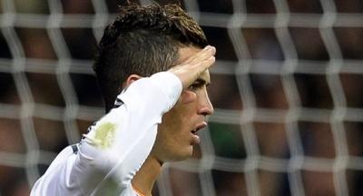 Cristiano Ronaldo Asker Selamı Vererek Takım Arkadaşına Destek Verdi