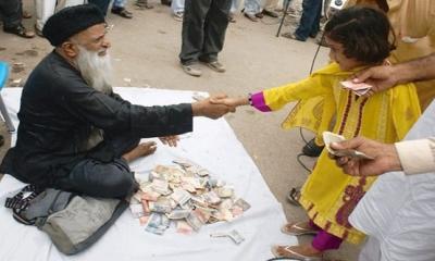 İnsanların elini öptükten sonra para verdiği dünyanın en zengin dilencisi Abdul Sattar Ehdi: Bu Dilenci Biraz Farklı Bir Dilenci
