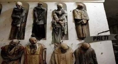 İTALYA' DA MUMYALANMIŞ KEŞİŞLERLE DOLU YERALTI MEZARLIĞI