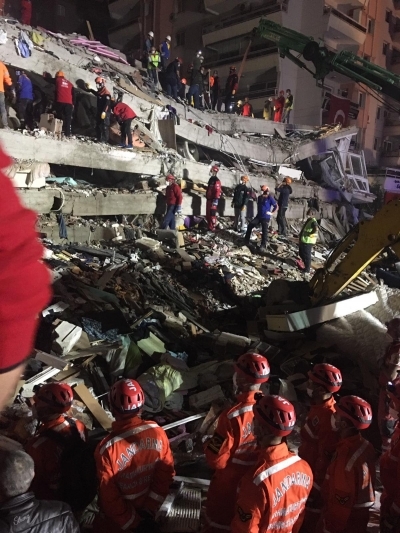 İzmir'deki depremde can kaybı artmaya devam ediyor. Yaralı sayısı ise 804'e yükseldi