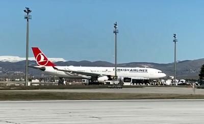 Koronavirüs Türkiye'ye Giriş Yaptı mı? Bakan'dan Karantinaya Alınan THY Uçağı Hakkında Flaş Açıklama