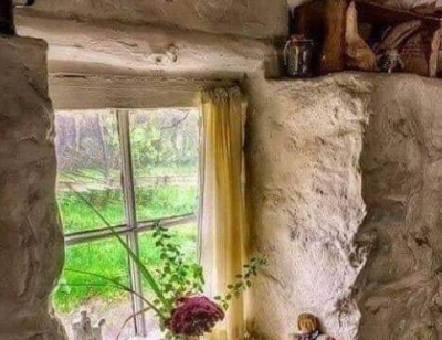 Köyde yaşayan yaşlı bir ressam vardı.